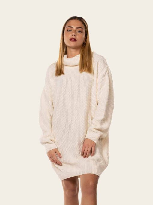 Loose white pullover