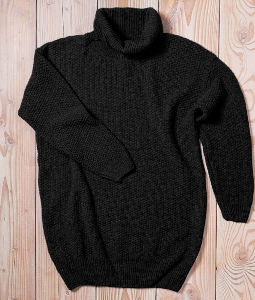 Luxuriously long and loose pullover