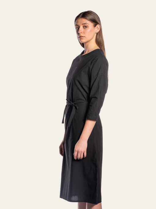 Elegantdress with loose sleeves and a belt